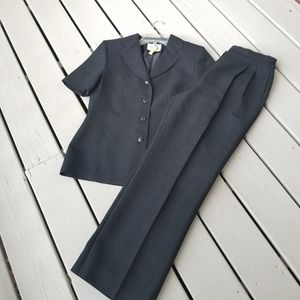 8p black short sleeve suit by Le Suit